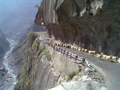 Road to Sangla Valley